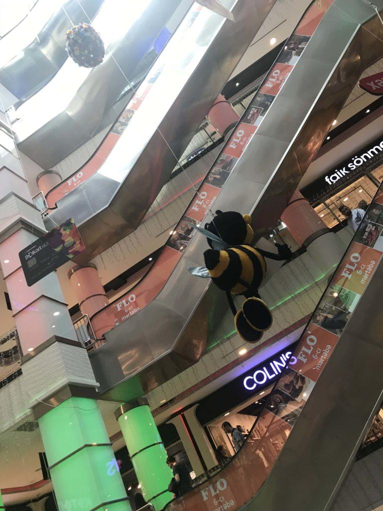 ショッピングモールエスカレーター