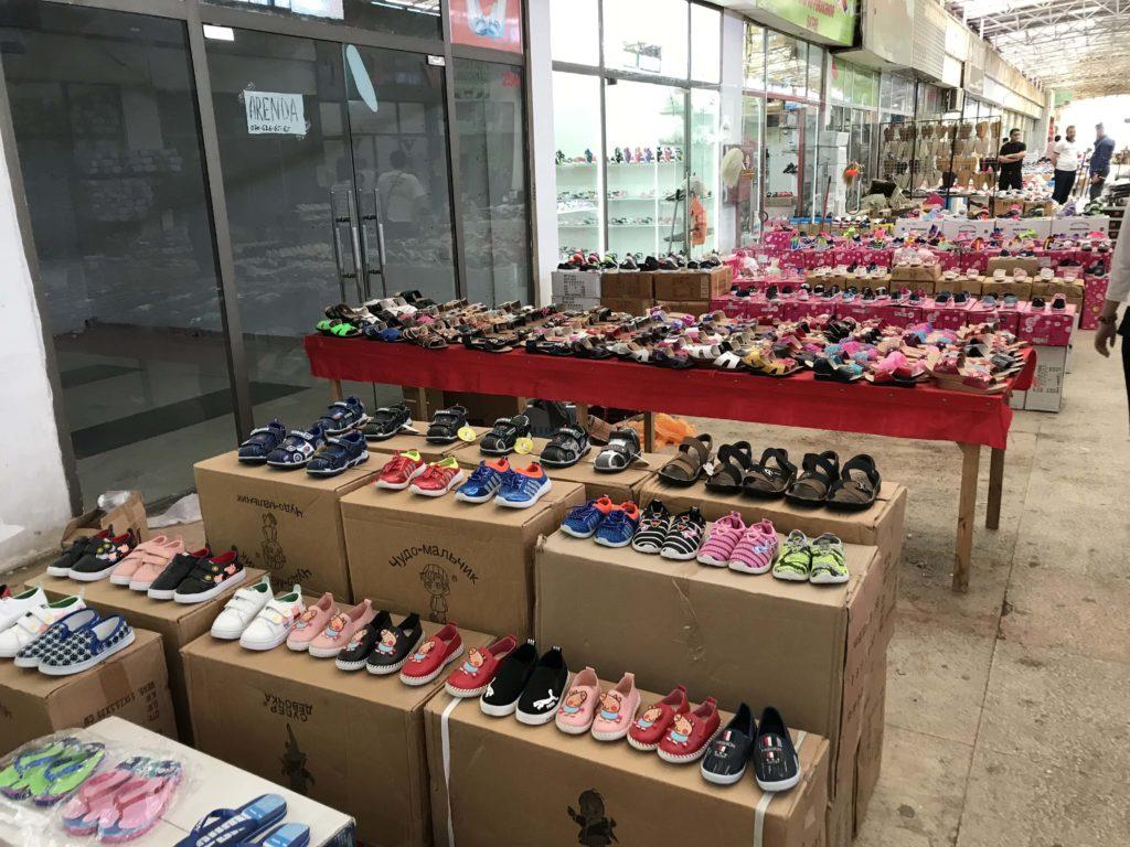 Bina市場の靴屋