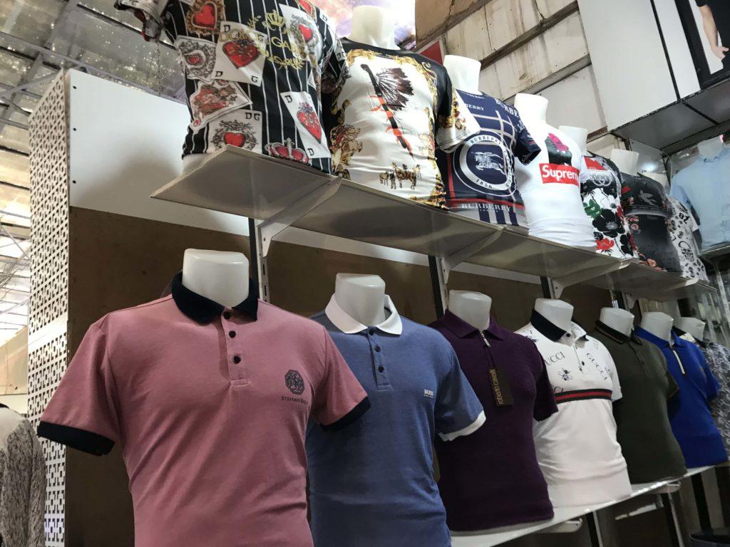 Bina市場のボロシャツ