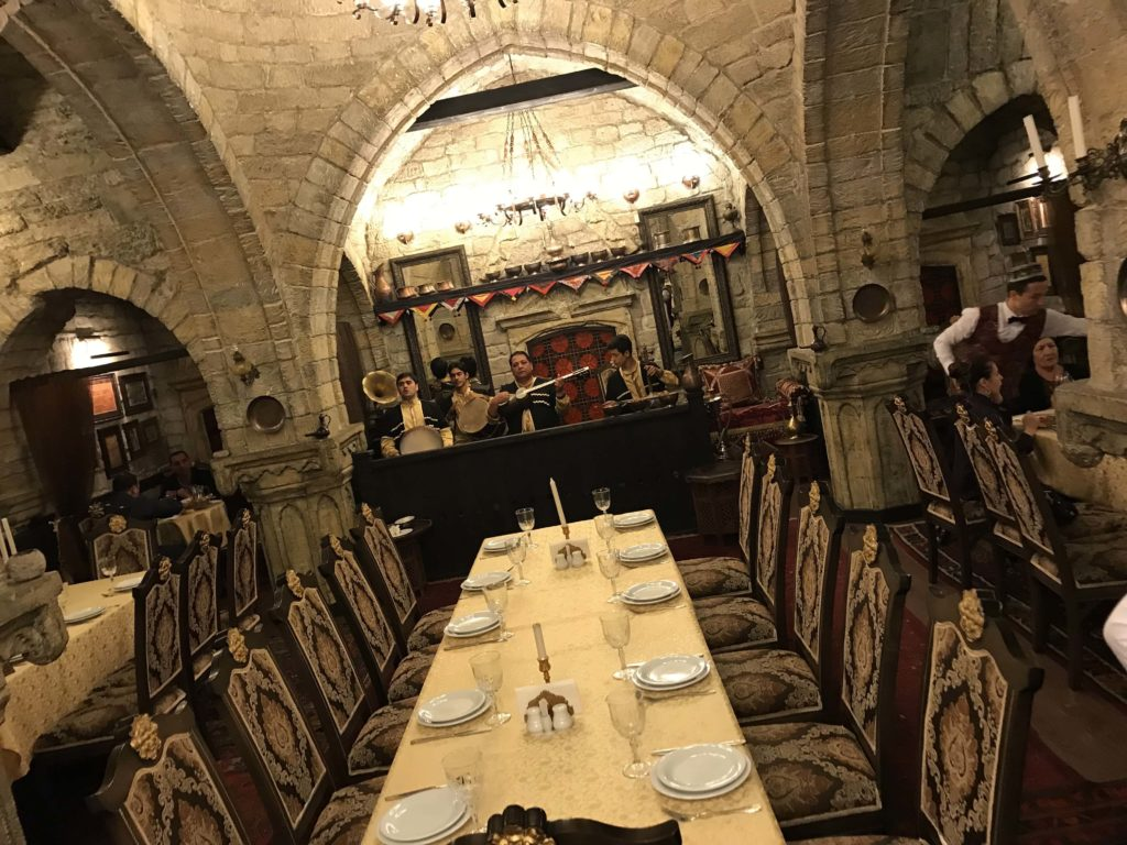 Sirvanshar テーブル
