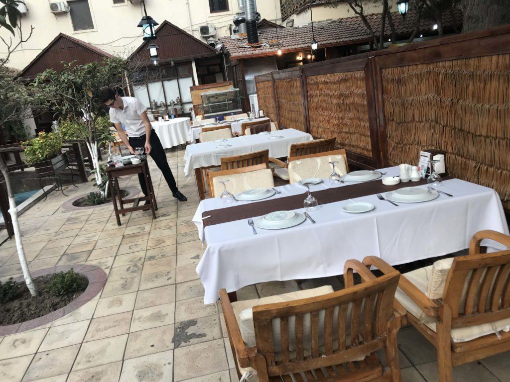 レストランのテーブル