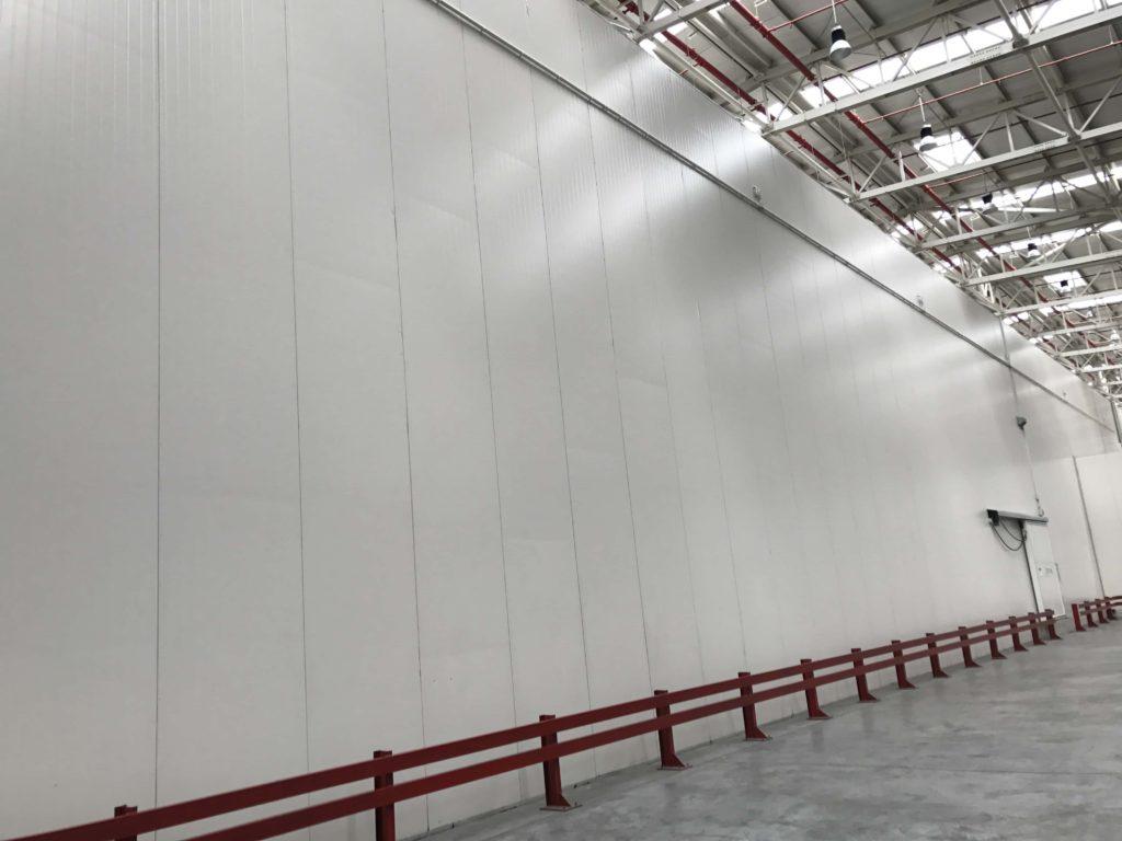 巨大な冷蔵庫
