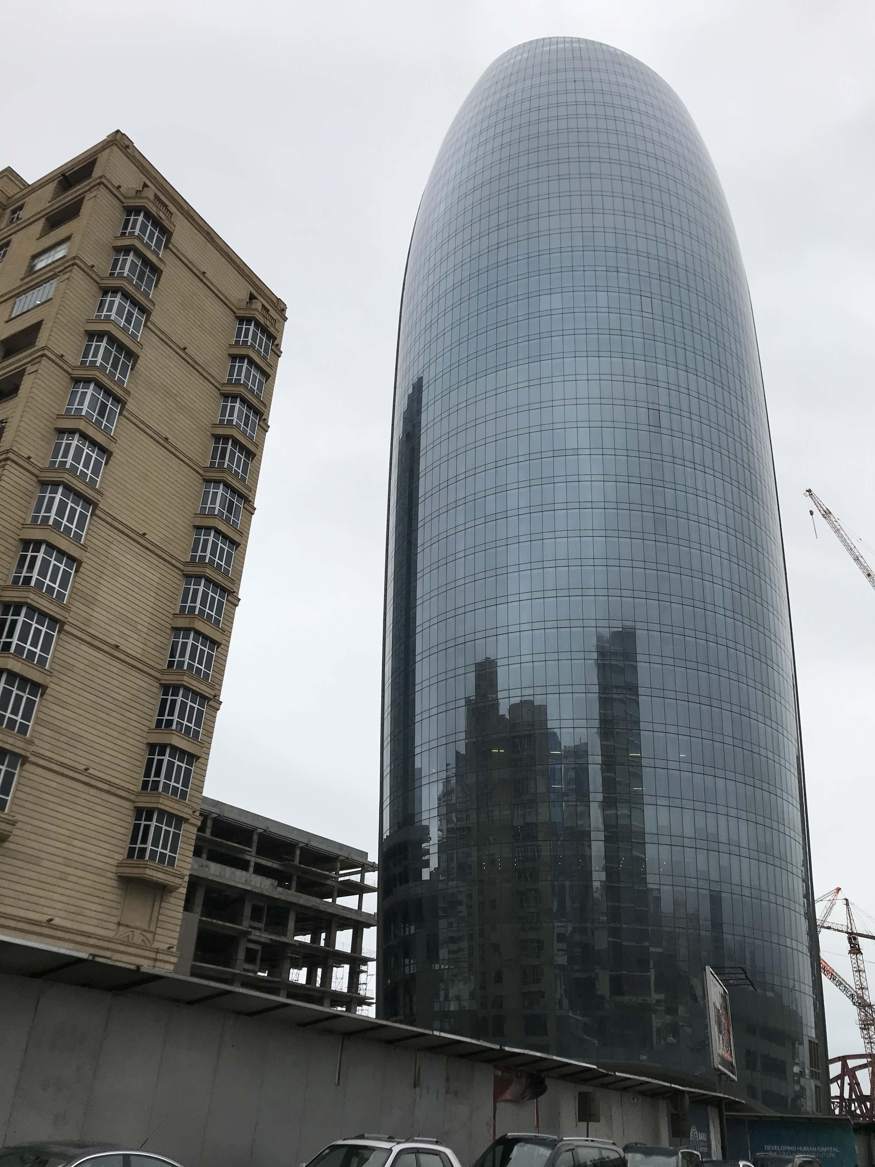 新旧の建築物