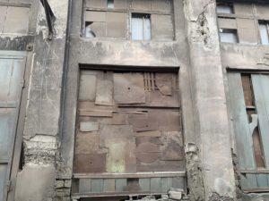 ボロボロの壁
