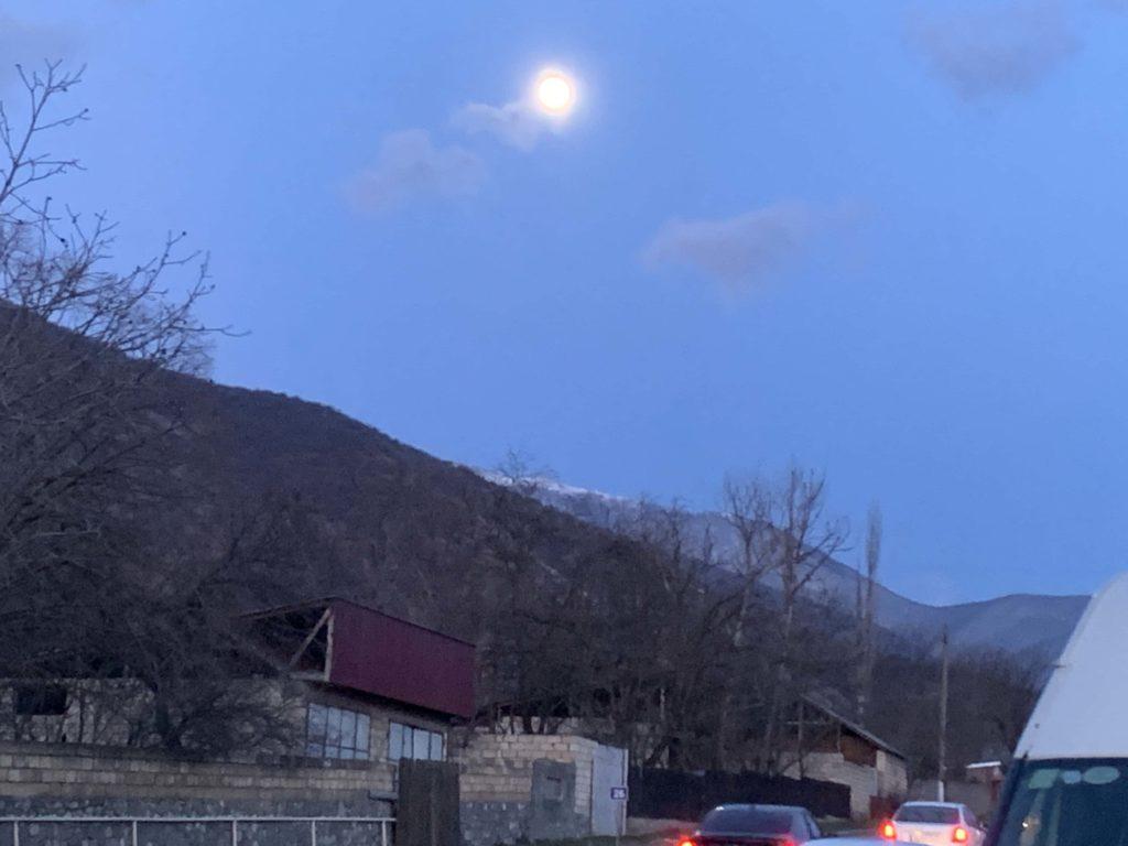 シェキの月