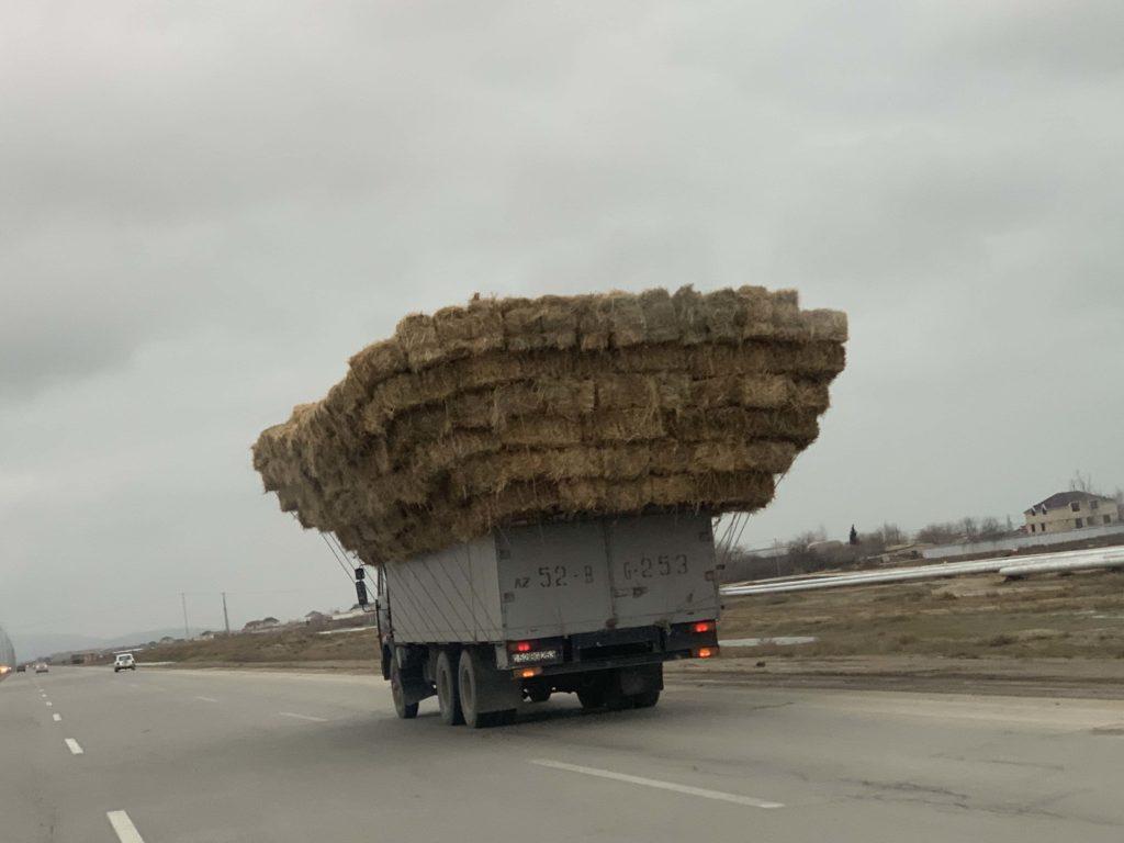 トラックの積荷