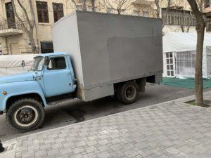 トラックとテント